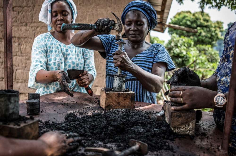 Q&A with Jason Florio - Women making charcoal, Casamance, Senegal ©Jason Florio for United Purpose