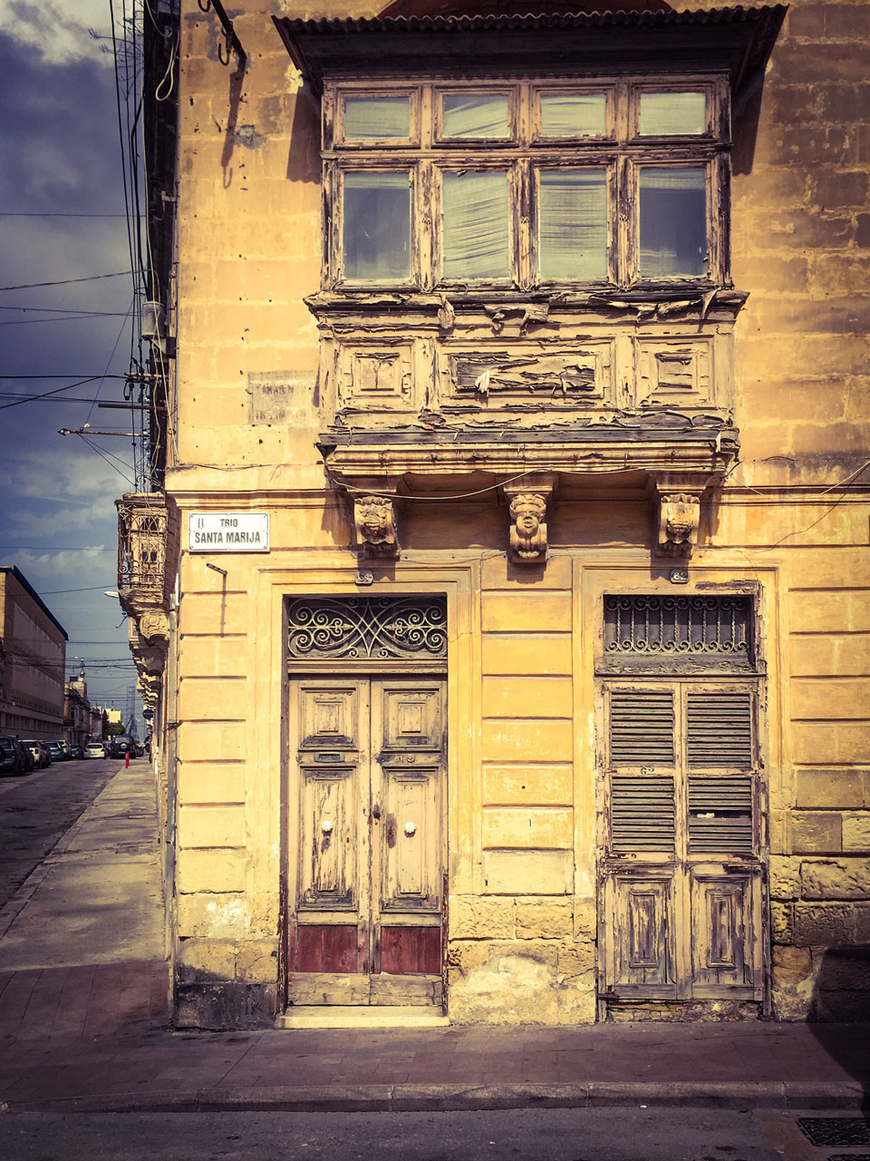 disappearingMalta - Derelict Facade, 81 Triq Paola, Tarxien, Malta ©Helen Jones-Florio photography prints abandoned house with Maltese balcony