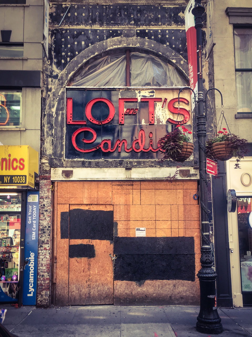 #DisappearingNewYork: Closed down, Loft's Candles, Dutch St, Lower Manhattan, NYC © Helen Jones-Florio.